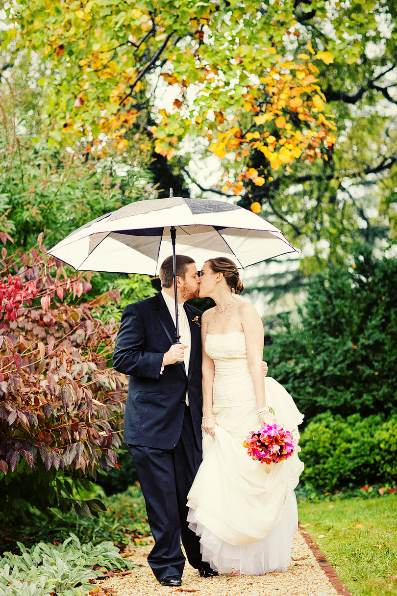 Wedding Pictures In The Rain what should you do if it rains on your wedding day? | julia+pat