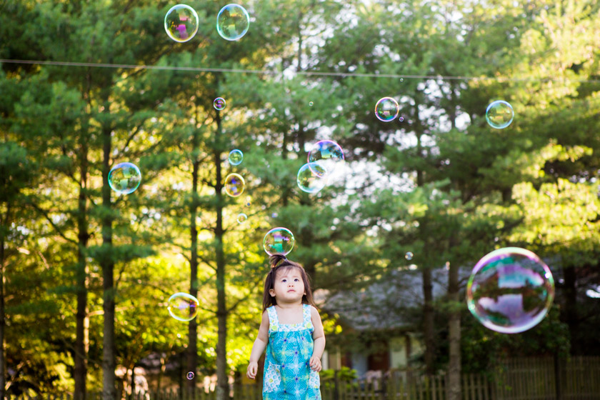 Outdoor Family Portraits011 bubbles | madison